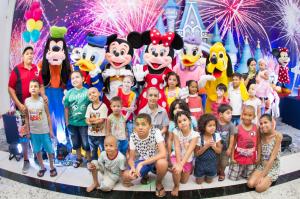 As crianças que venceram ou estão lutando contra o câncer tiveram um dia especial na inauguração do Super Fantástico Festas.