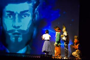 Sugestão de fotos - O MÁGICO DE OZ - Virtual e real interagindo no musical. Crédito - Jhonnathas Franco - 7