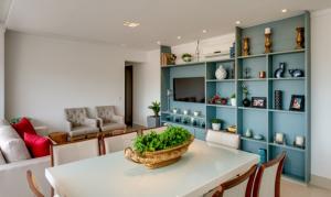 Armário azul na sala – Empreendimento Palco – Construtora Bambuí