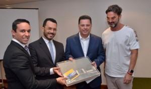Omar Layunta e Leandro Pires idealizadores do projeto, Governador Marconi Perillo e o arquiteto Leo Romano - entrega projeto de requalificação - Foto Gabinete do Governado