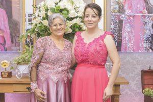 A cantora Sara Araujo comemorou seus 70 anos ao lado da de sua filha, a harpista Aline Araujo no Espaço Ichiban.