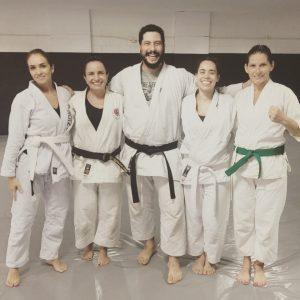 turma-karate-para-mulheres-do-professor-igor-1