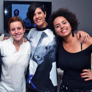 Maiene Horbylon e Milleide Lopes - sócias do Casulo. Ao centro a estilista Su Martins. Divulgação.