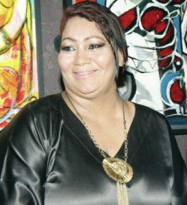 Cantora Carina Duarte se apresenta no projeto Palco Bougainville