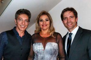 Nídia Saldanha com os médicos Luís Henrique Vita e Bernardo Magacho.